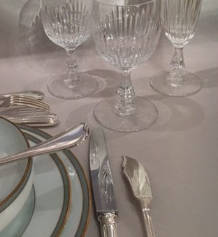 (Français) Ménagère Ercuis de style Louis-philippe, lignes droites et sobres