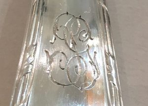 Ménagère Boulenger, Ruban avec monogramme