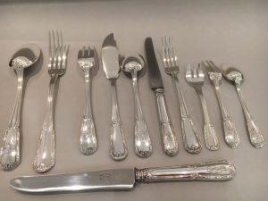 Ménagère, modèle Ruban, style Louis XVI, métal argenté