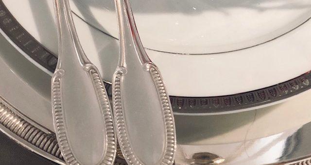 (Français) A saisir vite : ménagère d'occasion-Ercuis-modèle Godron-88 pièces-dans son coffre d'origine